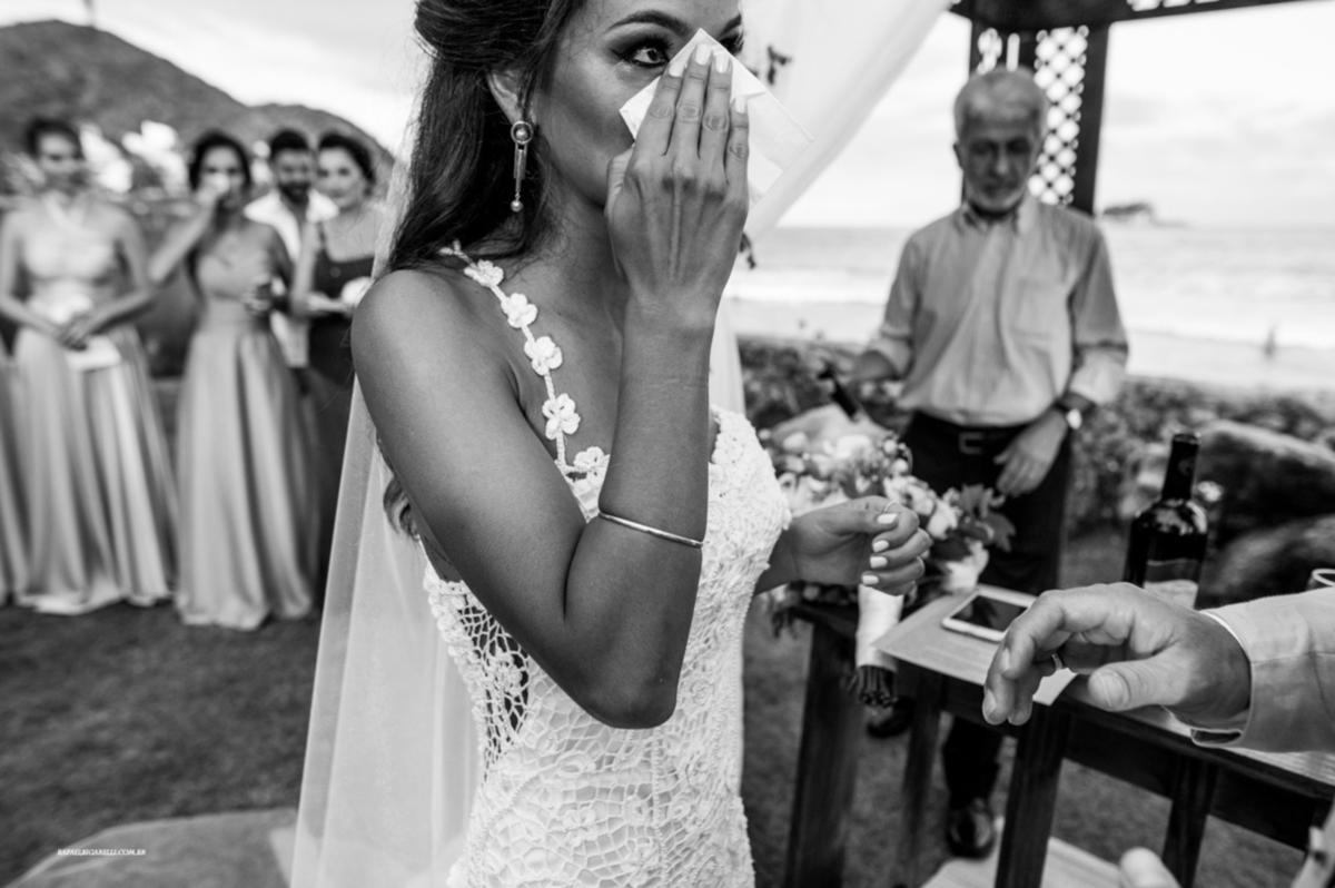 guarujá vestido de noiva de alcinha renda vestidos de noiva casamento na praia traje para casar na praia litoral norte sp fotografia rafael bigarelli destination wedding