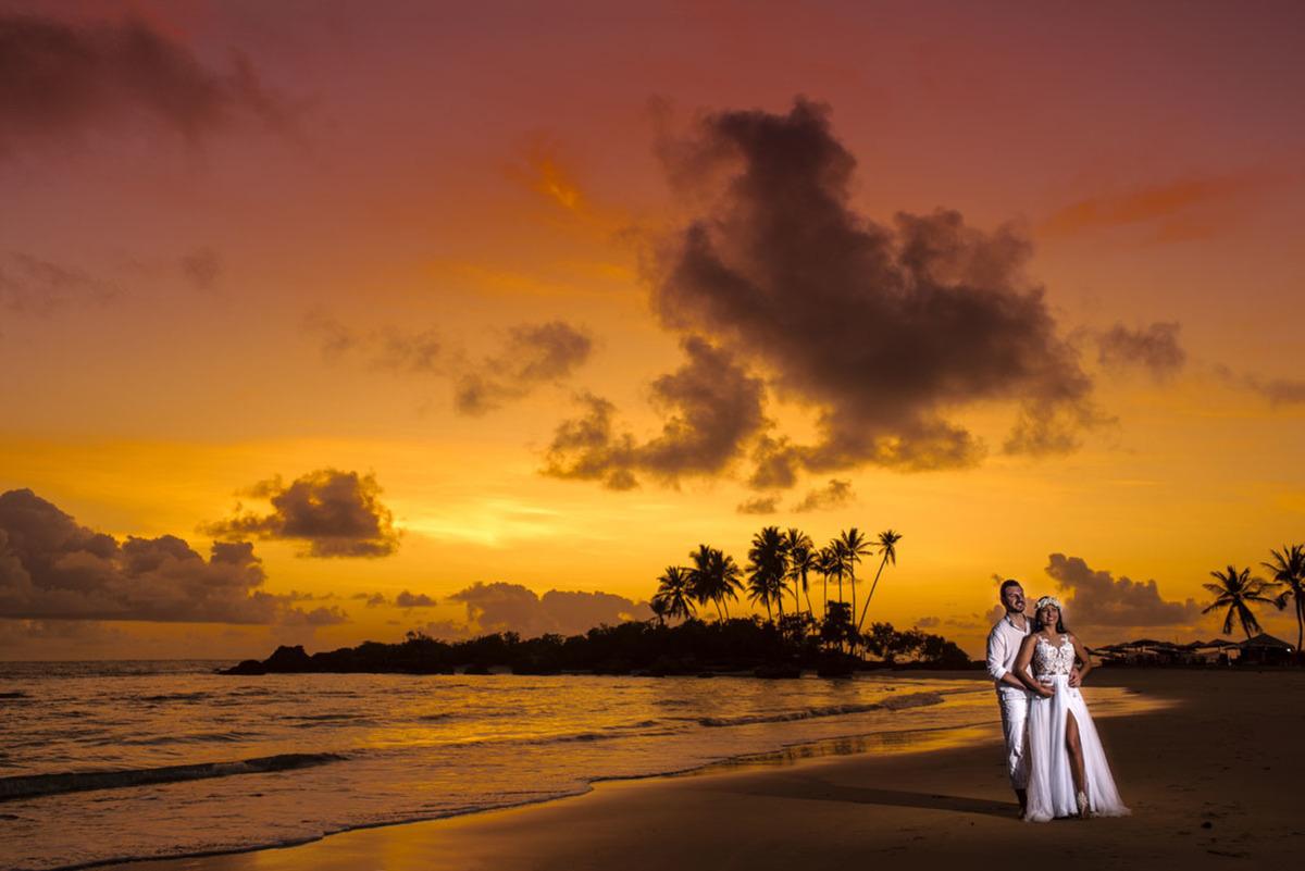 Elopment wedding com ensaio de pré casamento em morro de são paulo na Bahiano nascer do sol