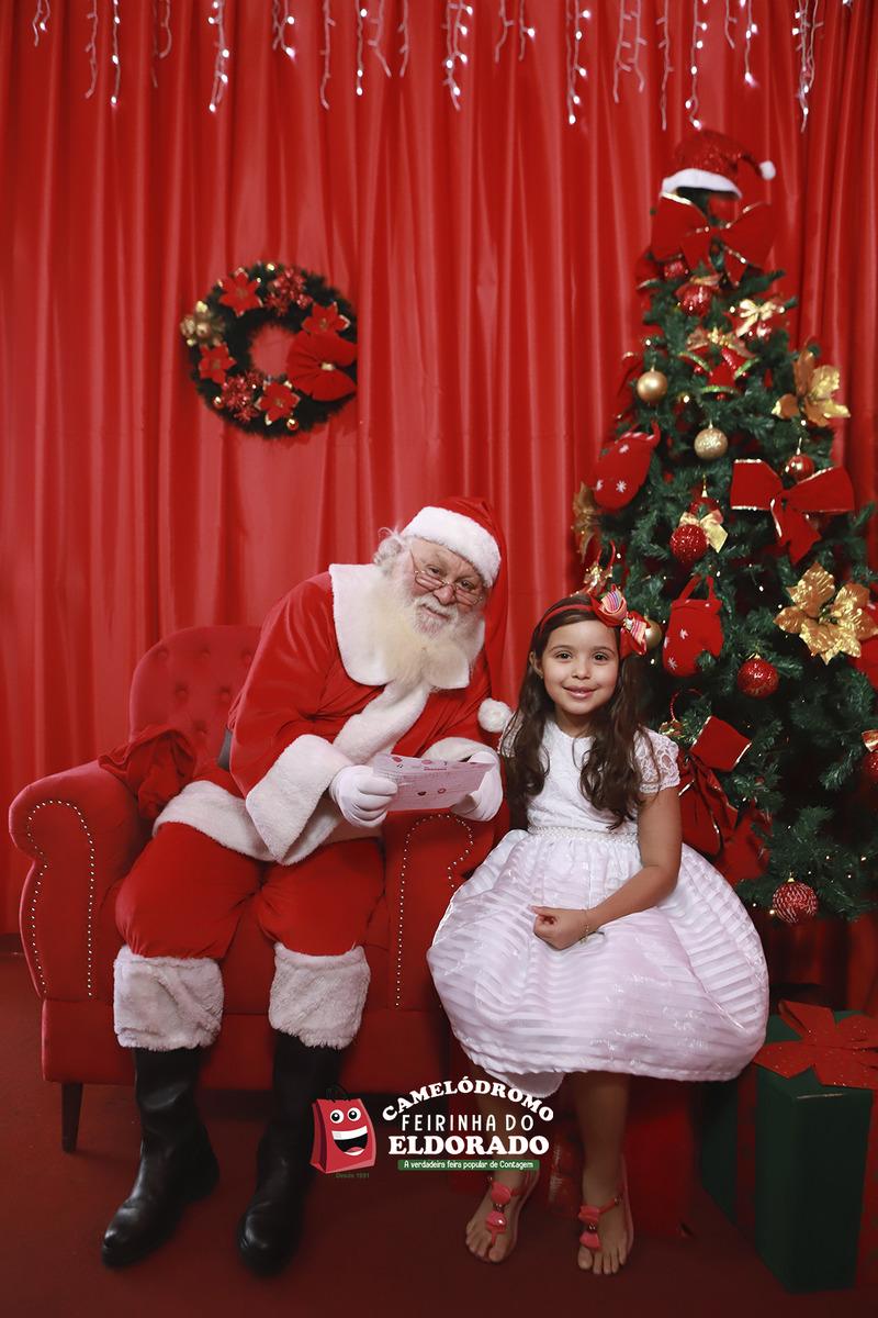 Papai Noel com Ana Luisa entregando a sua cartinha na Feirinha da Feira