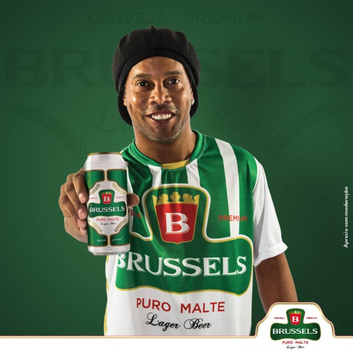 Fotografei Ronaldinho Gaúcho o garoto propaganda da Cerveja Brussels