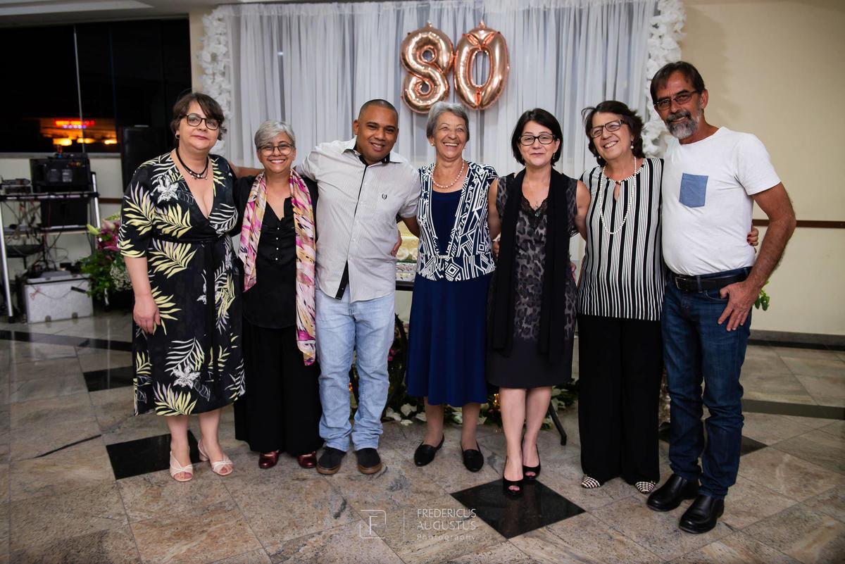 Maria José comemorou seus 80 anos ao lado de seus filhos no Salão Celebrai Recepções e Eventos