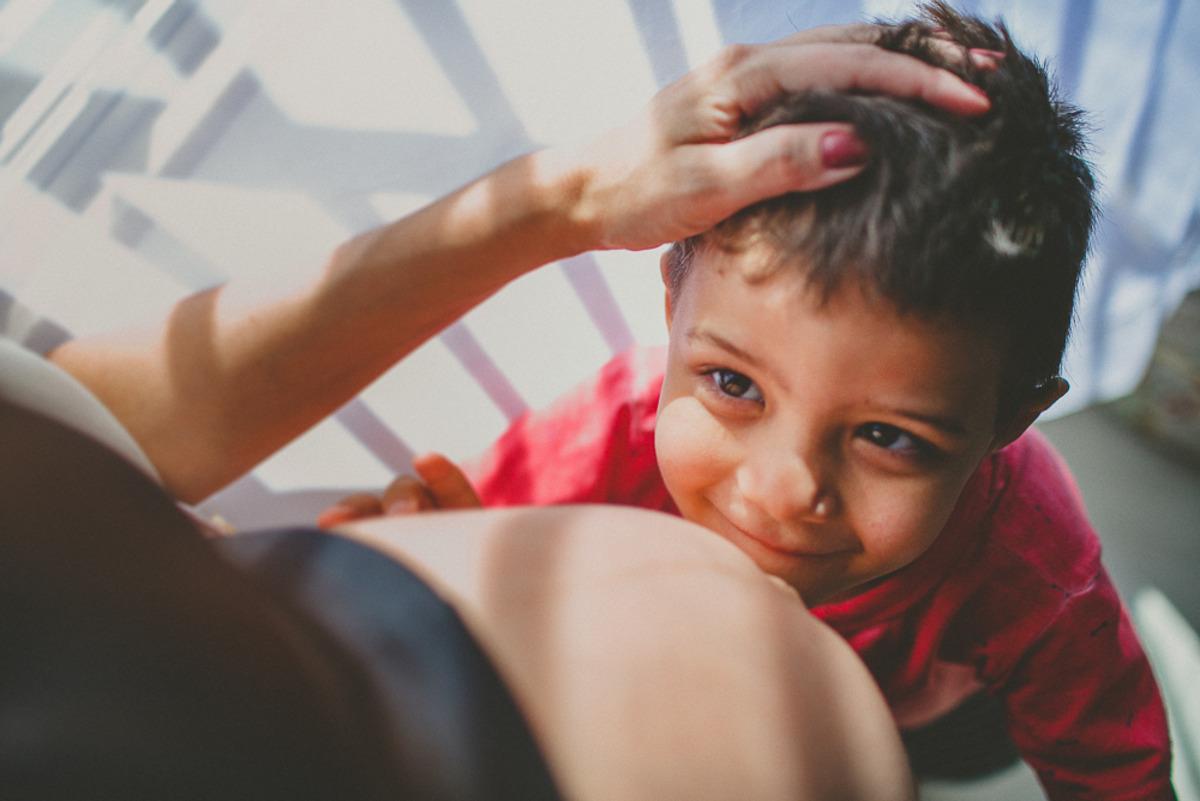 O Davi foi promovido à irmão mais velho e está completamente apaixonado pela irmã Laura nesta sessão fotográfica que a fotógrafa Aline Lelles fez na casa da família na cidade do Rio de Janeiro