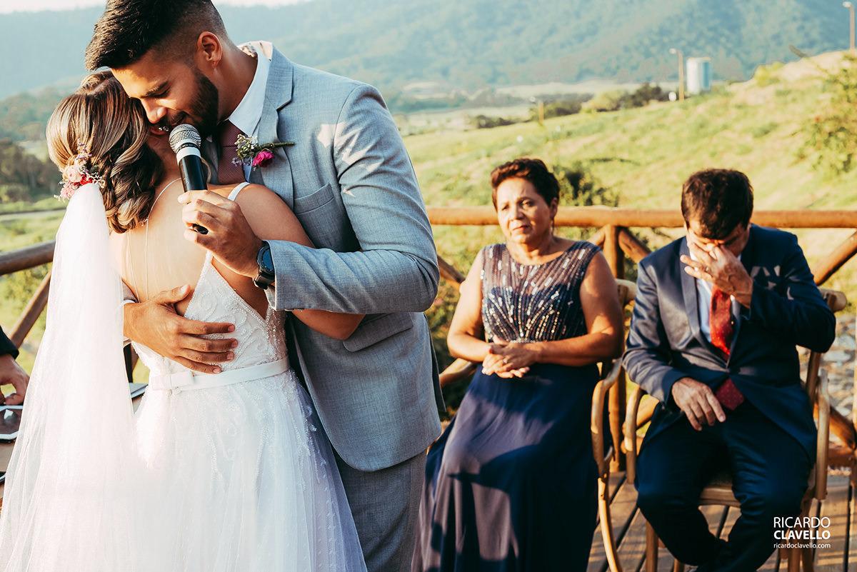 noivo abraçando a noiva fotografo de casamentos , fotografo juiz de fora , fotografo de casamento rj, fotógrafo de casamento niteroi