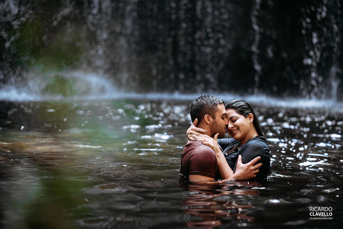 ensaio pre wedding na cachoeira em Cambará do Sul
