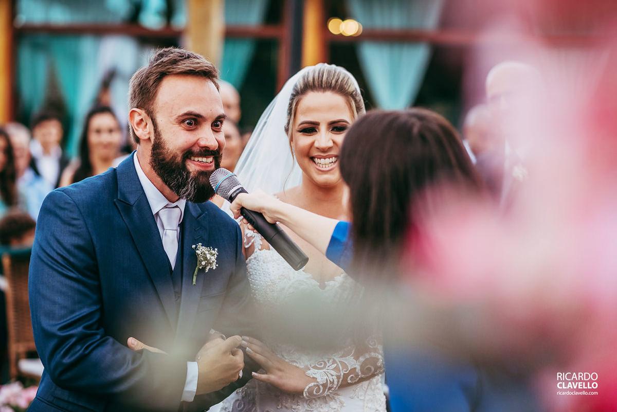 noivo dizendo sim no altar fotografo de casamentos , fotografo juiz de fora , fotografo de casamento rj, fotógrafo de casamento niteroi
