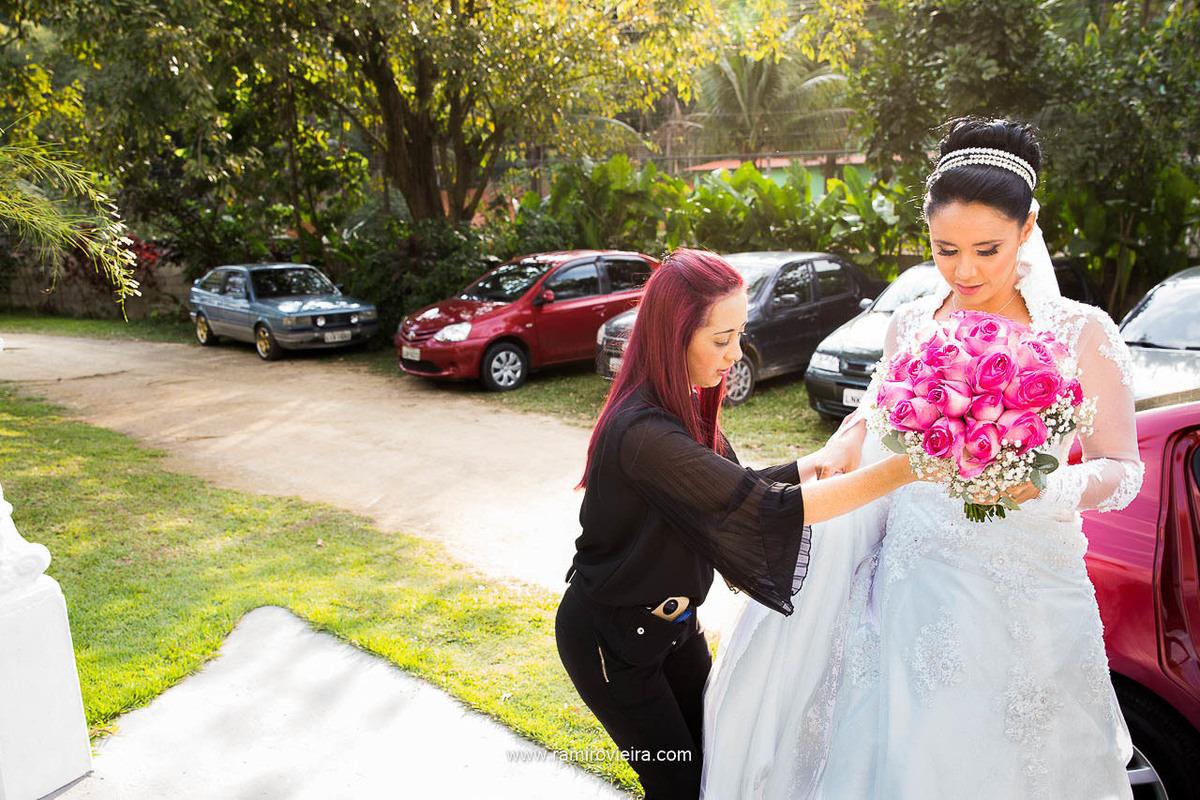 dicas-festas-cerimonialista-ajudando-noiva-rj