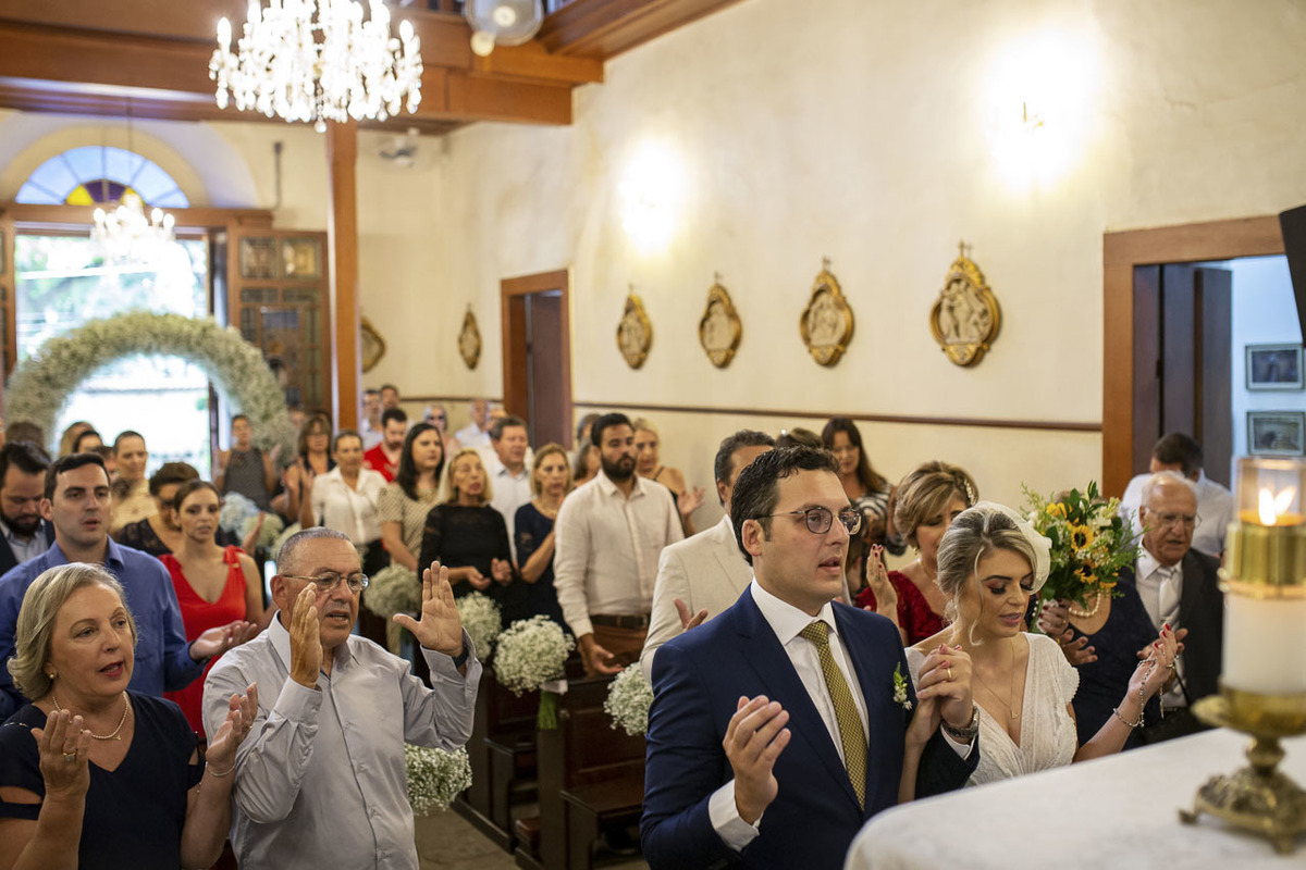 noivos-orando-capela-santa-cruz-cambui-campinas