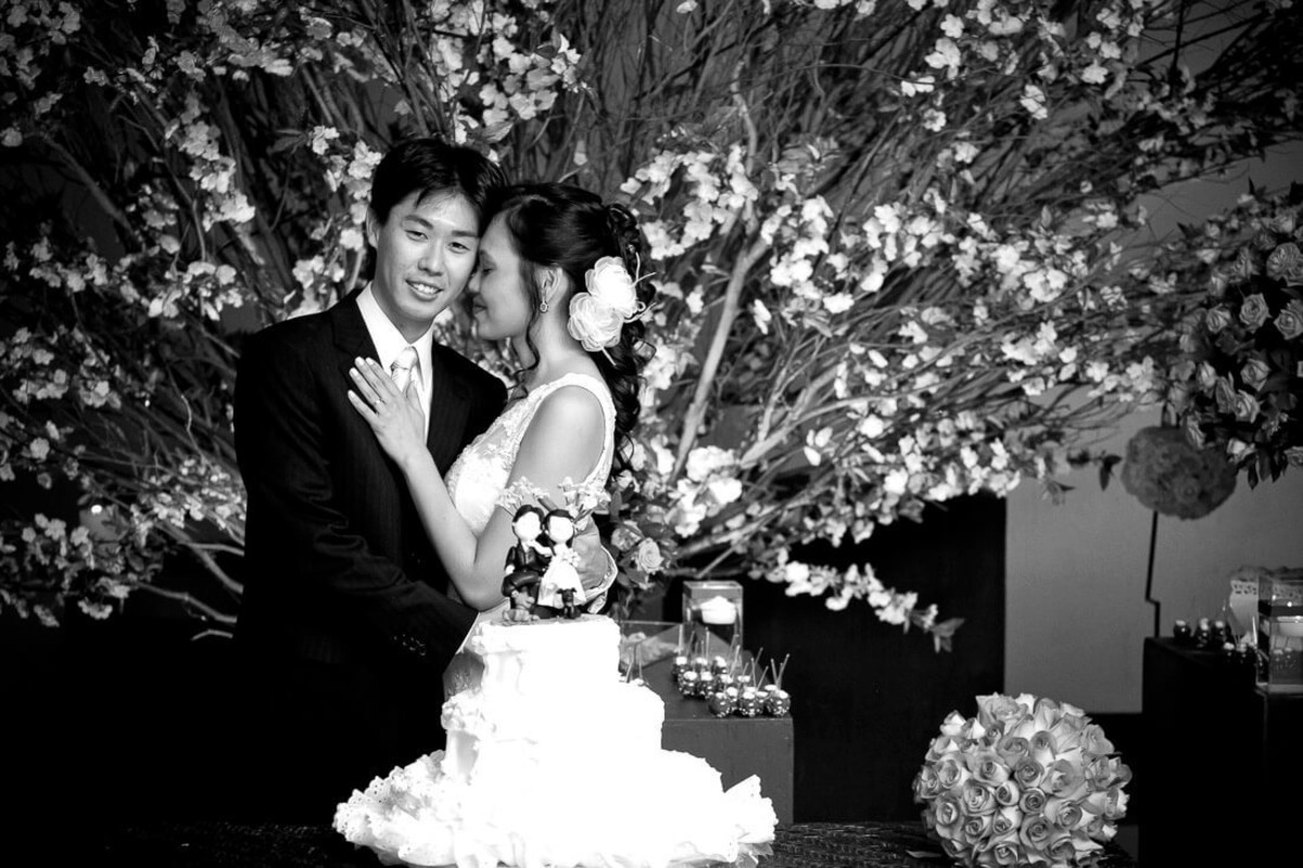 carinho-entre-noivos-mesa-bolo-buffet-yano