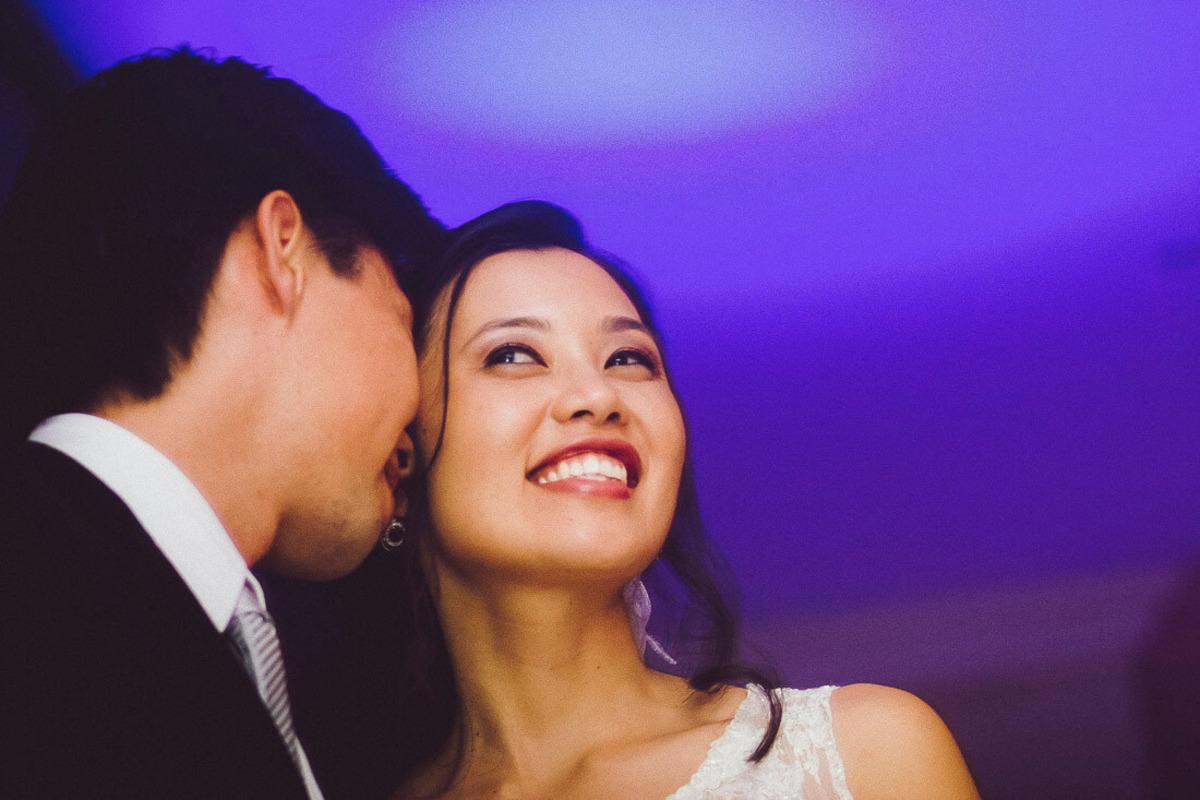 noivo-cochichando-para-noiva-espaco-casamento-zona-oeste