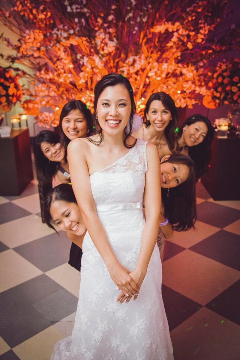 foto-inusitada-de-noiva-com-amigas-buffet-yano