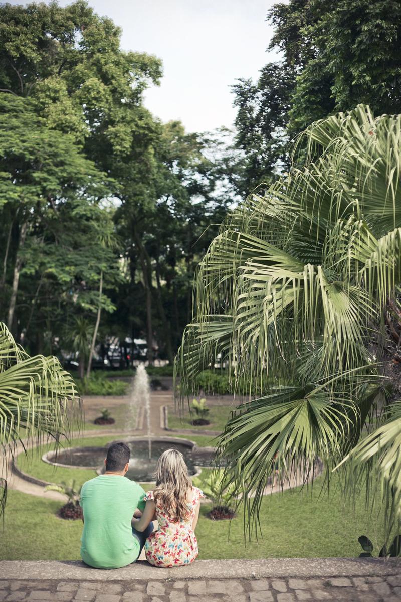 noivos-sentados-olhando-vista-parque-lage-rj
