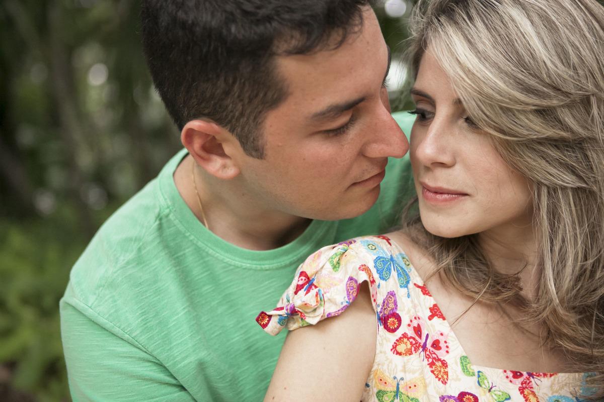 casal-apaixonado-ensaio-noivos-parque-lage