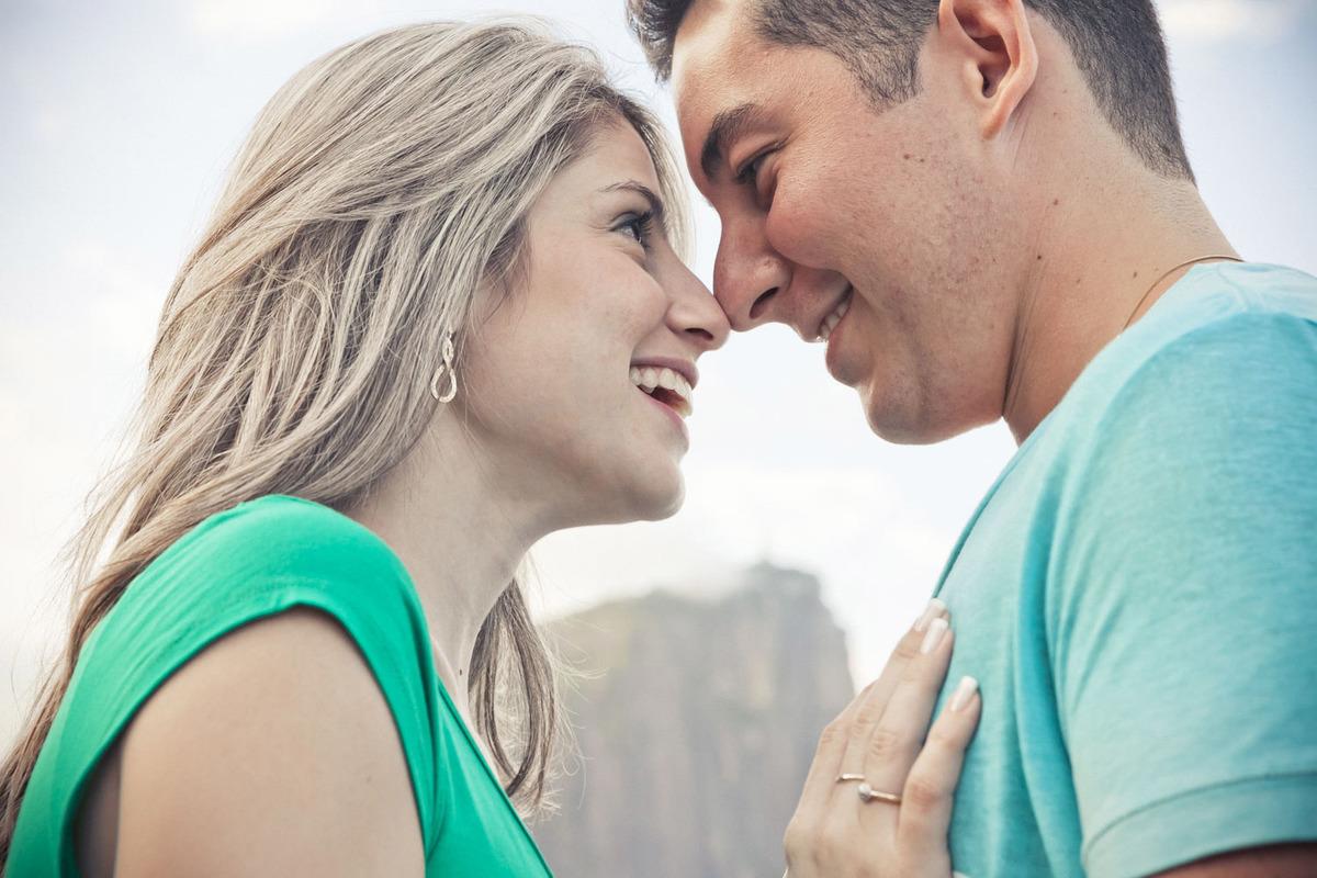 ensaio-foto-casal-se-olhando-lago-rodrigo-de-freitas-rj
