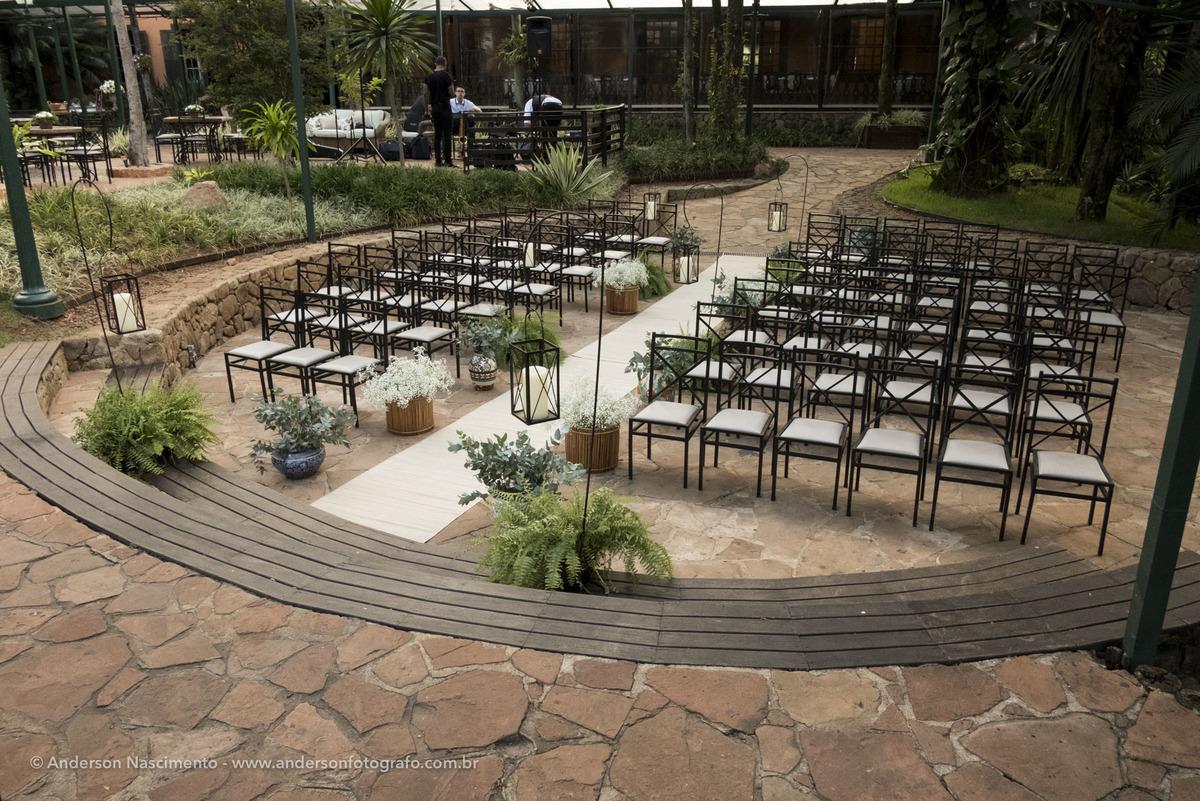 cadeiras-enfileiradas-espaco-cerimonia-casa-da-fazenda-morumbi