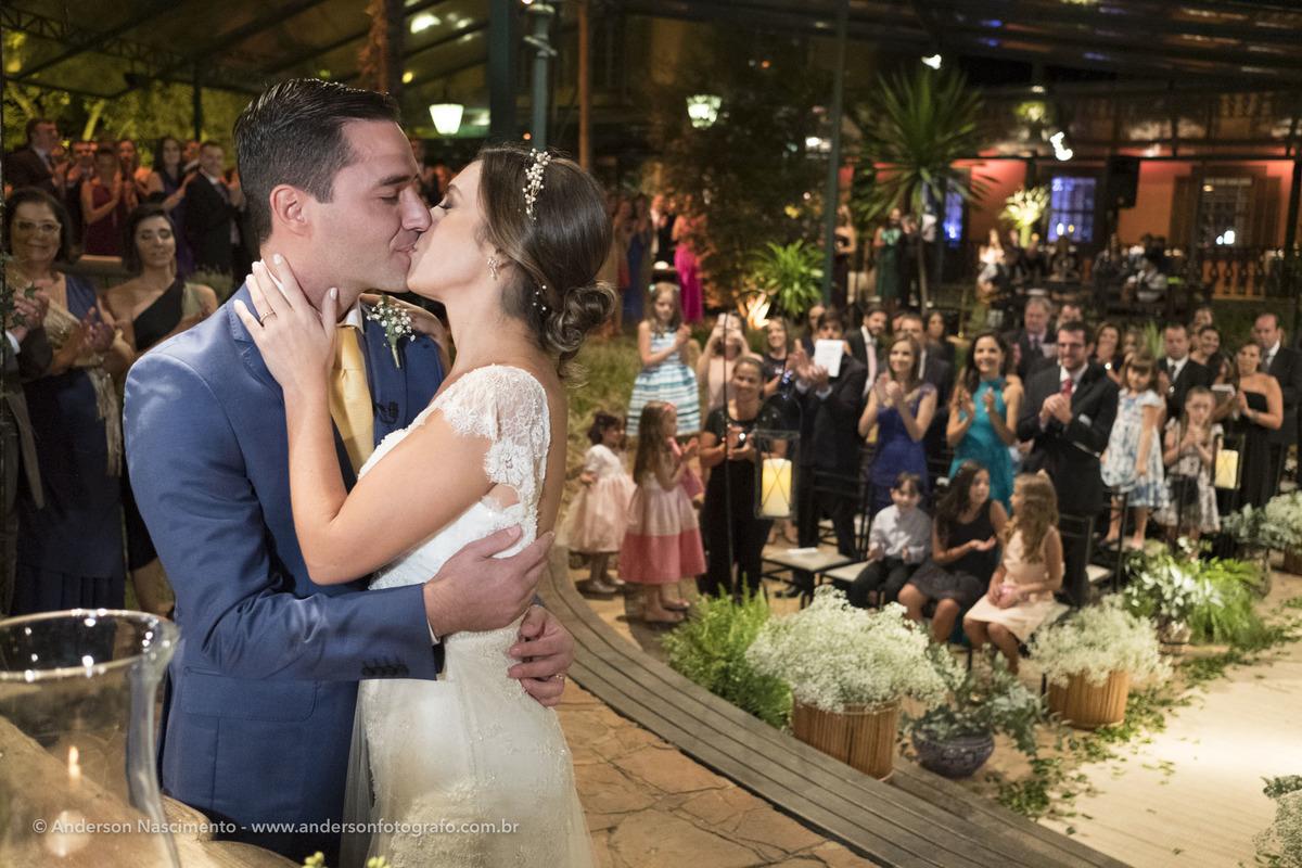 beijo-noivo-cerimonia-casamento-casa-da-fazenda-do-morumbi