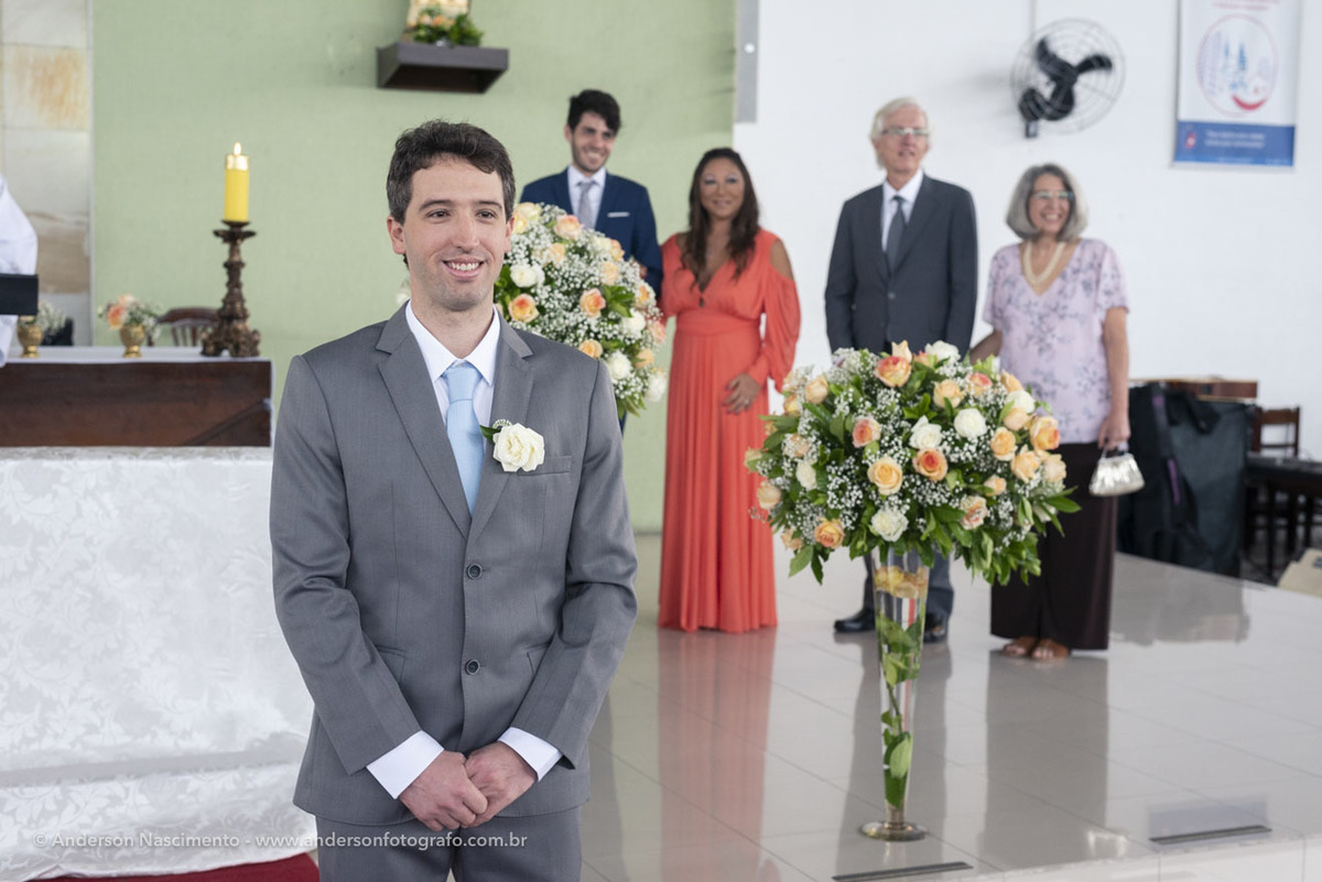 foto-noivo-aguardando-entrada-noiva-paroquia-sao-patricio