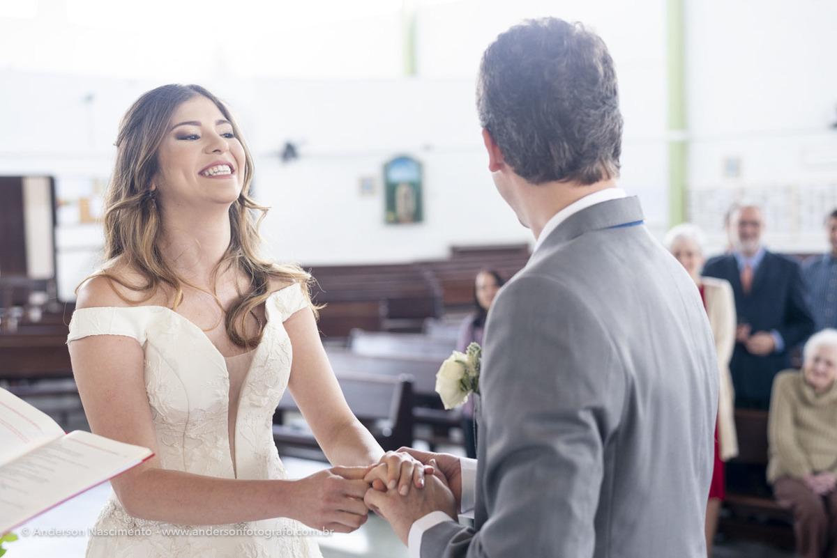 noiva-sorrindo-para-noivo