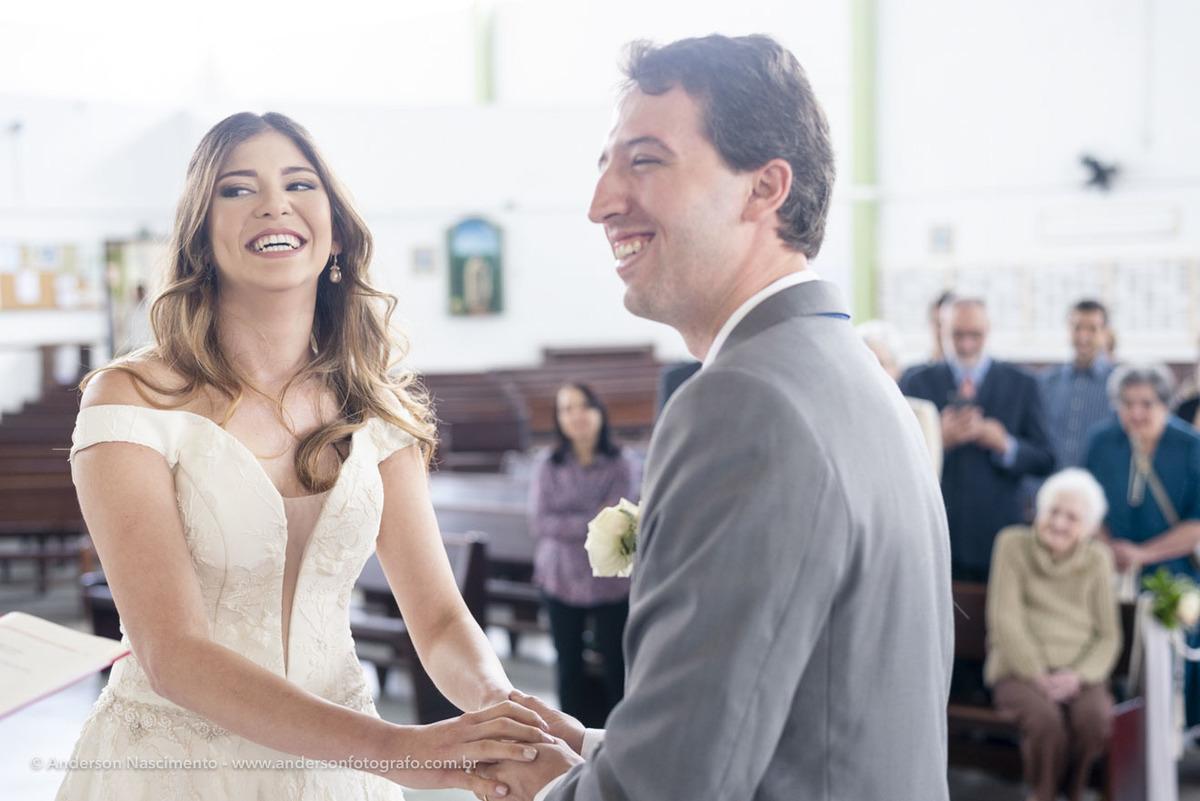 noivos-sorrindo-felizes