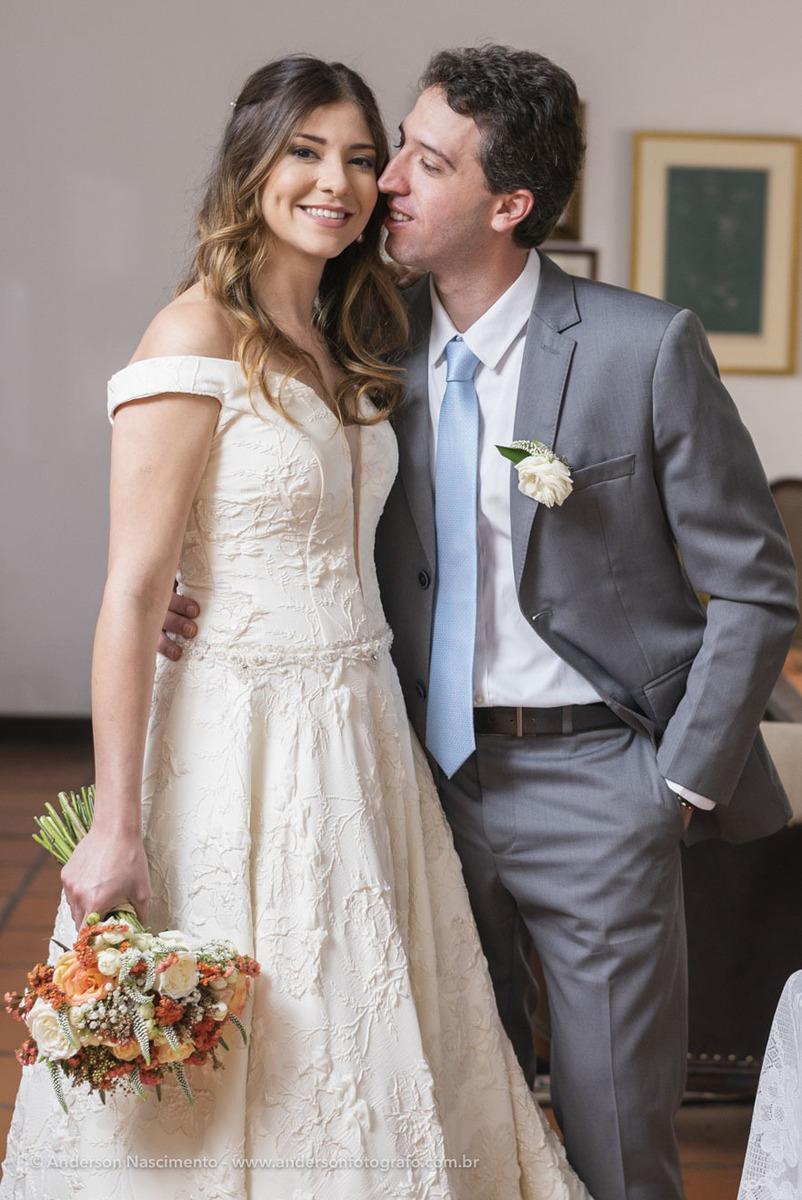 noivo-beijando-noiva-ensaio-fotos-buffet-guarapiranga