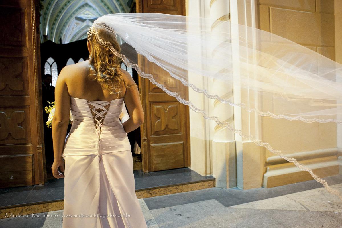 noiva-na-porta-santuario-nossa-senhora-das-dores-avare
