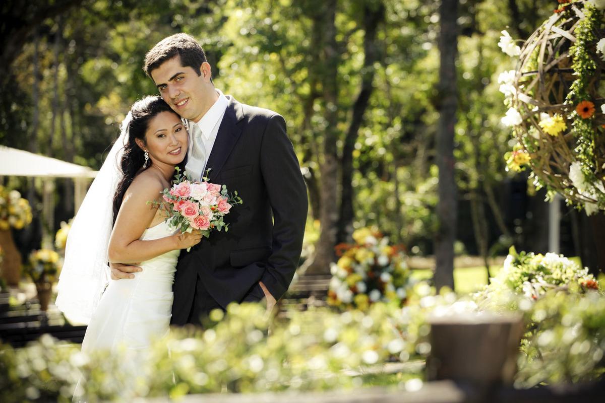 ensaio-fotografico-casal-no-jardim-buffet-espaco-natureza