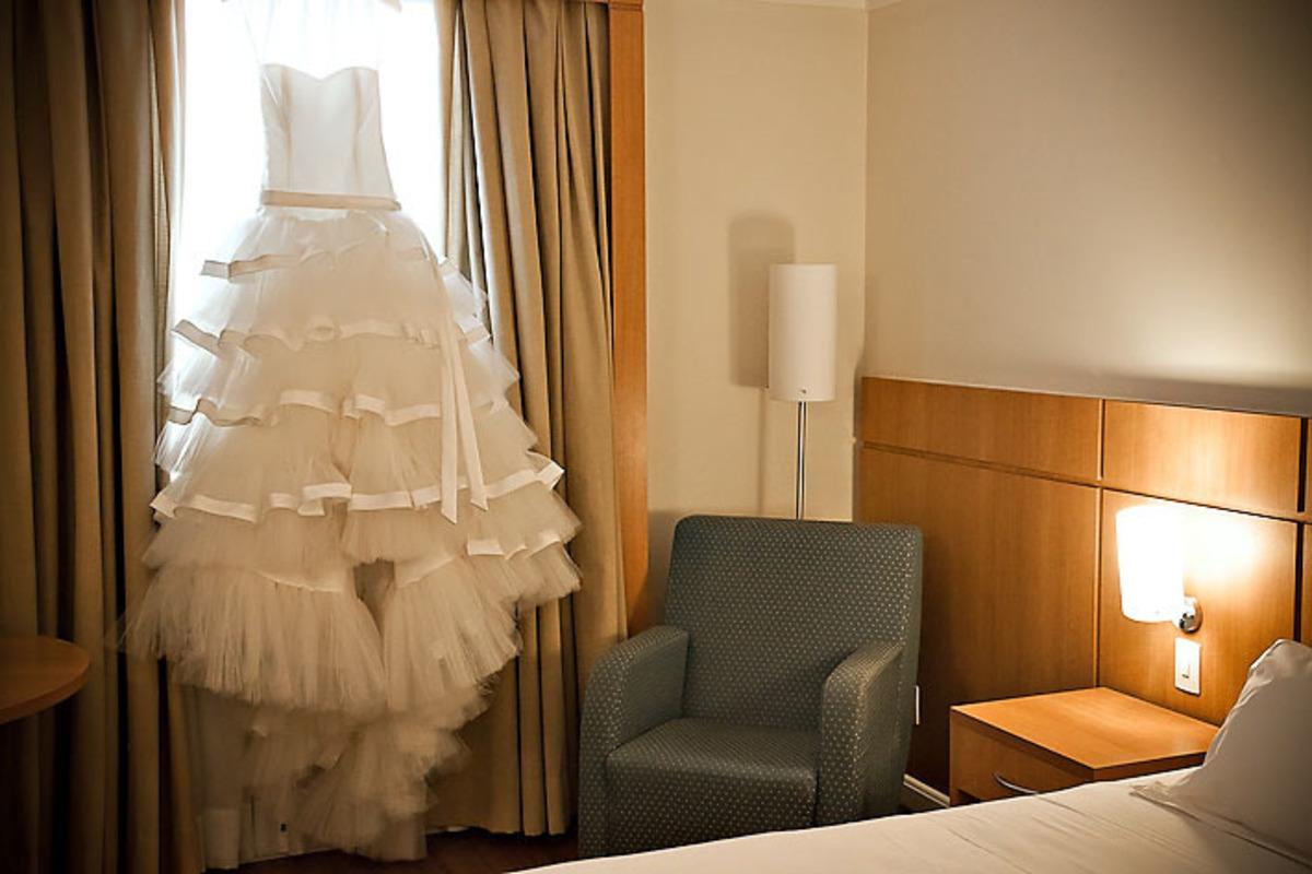 vestido-noiva-pendurado-janela-hotel-santo-andre
