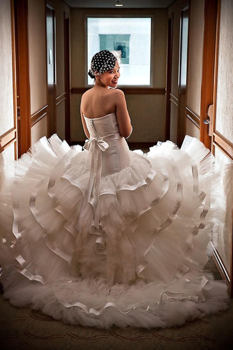 foto-linda-vestido-noiva-corredor-hotel