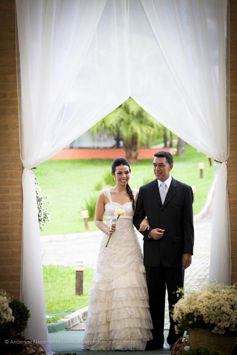 entrada-noiva-buffet-portal-da-serra-eventos