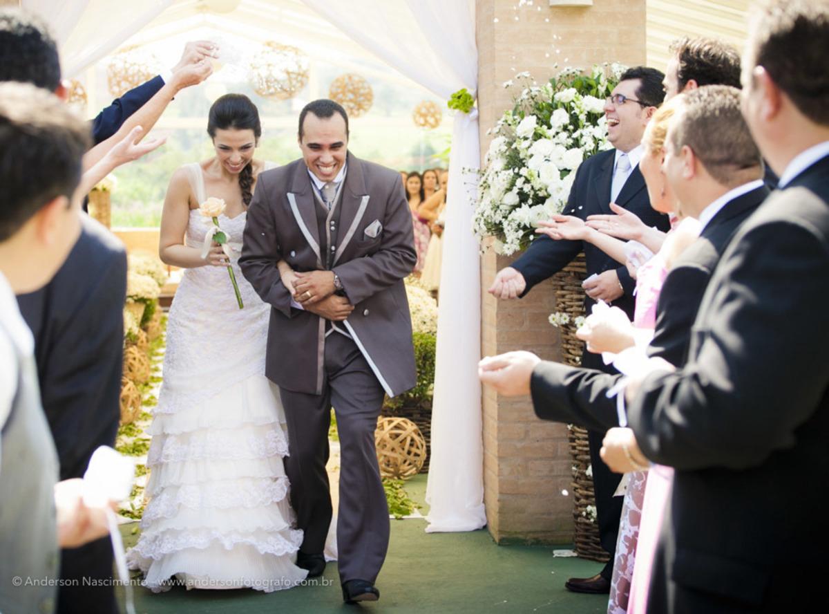 casamento-durante-o-dia-saida-dos-noivos