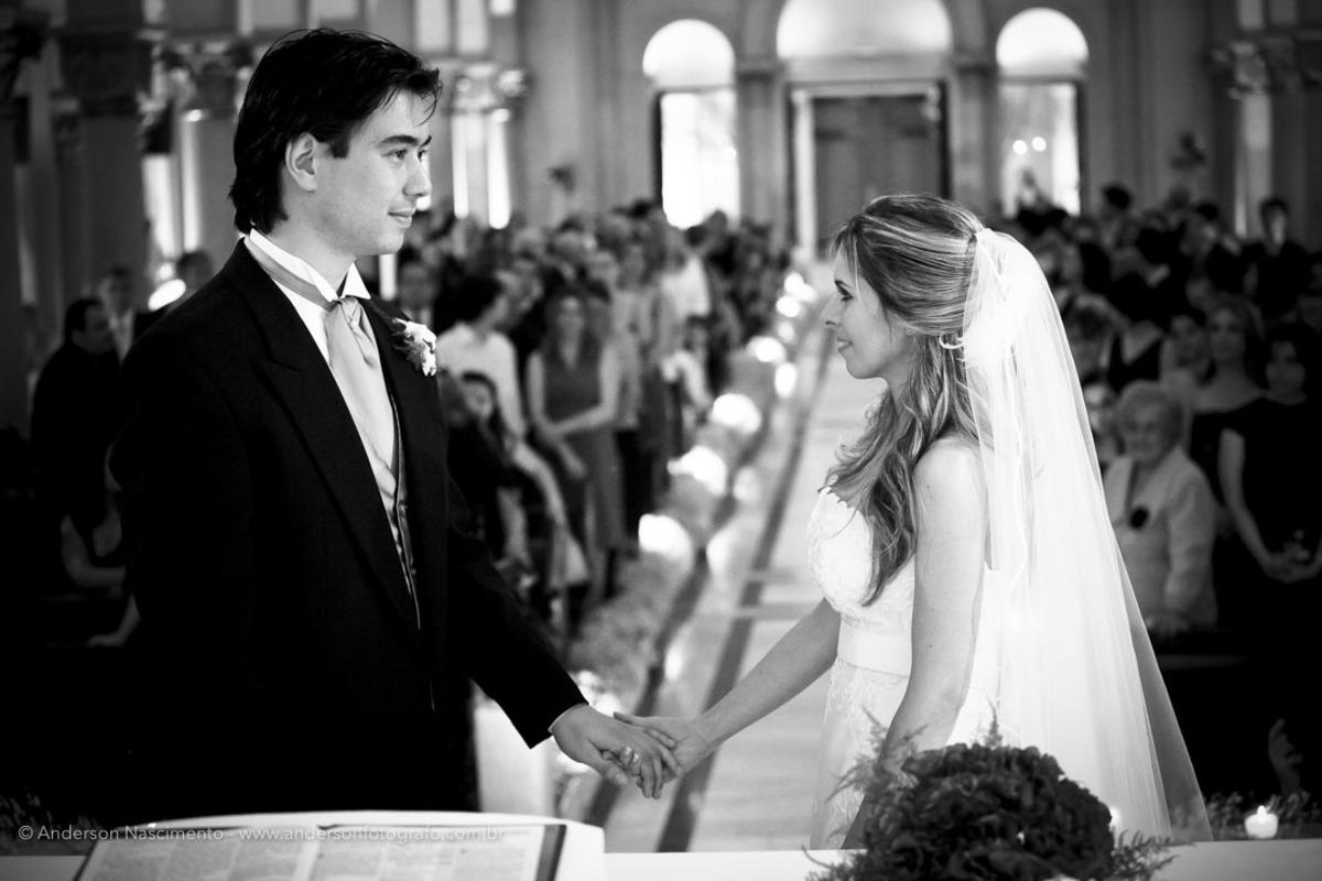 noivo-noiva-se-olhando-casamento-capela-do-sion