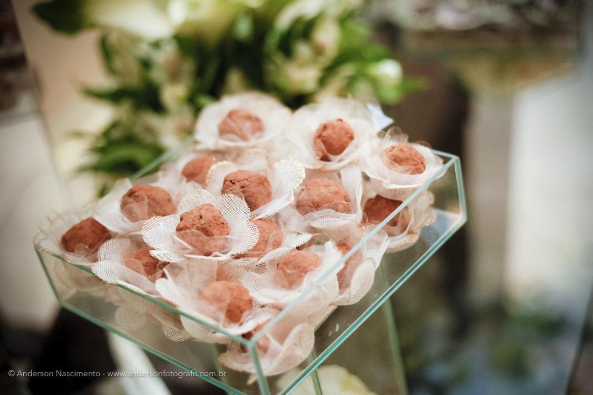 mesa-decorada-docinhos-festa-casamento-clube-portugues-perdizes