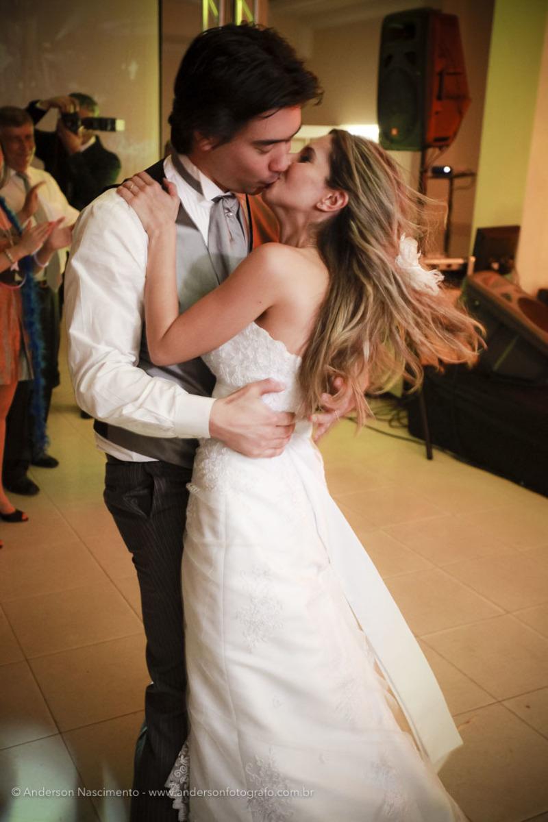 noivos-dancando-casamento-clube-portugues-perdizes