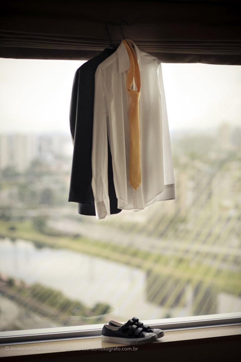 sapato-terno-noivo-janela-hotel-marginal-pinheiros