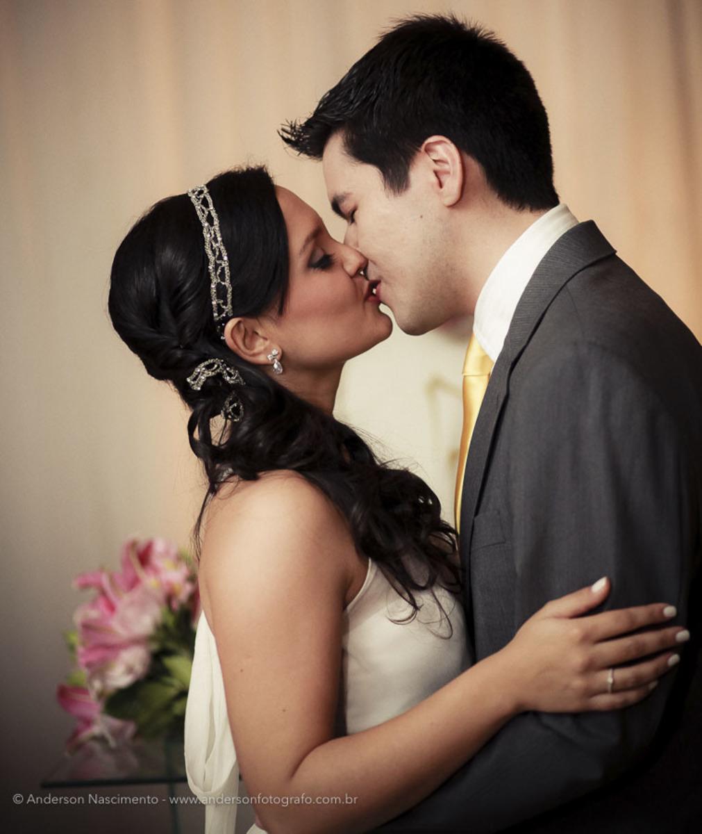 noivos-se-beijando-buffet-pinheiros