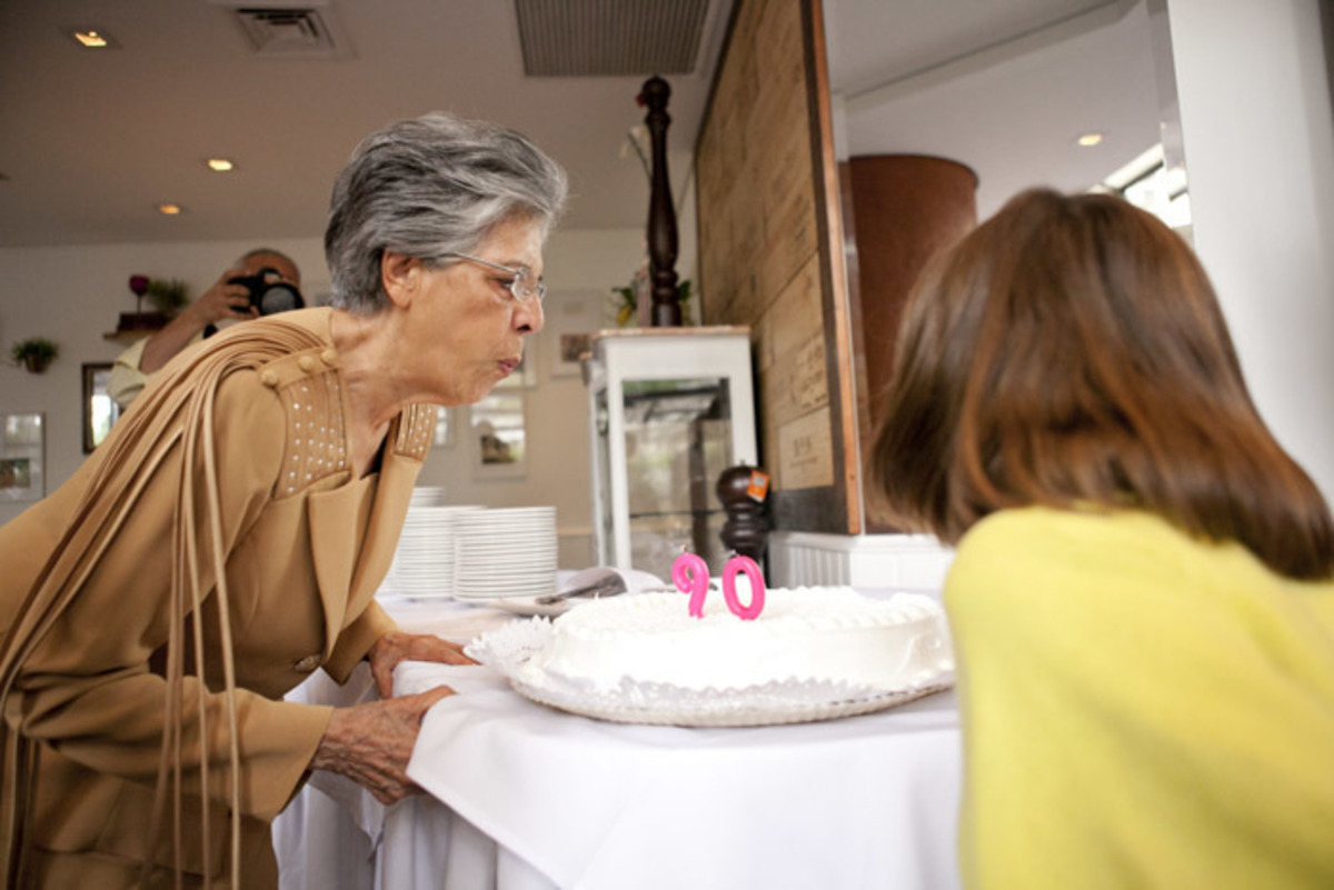 soprando-velinhas-aniversario-90-anos