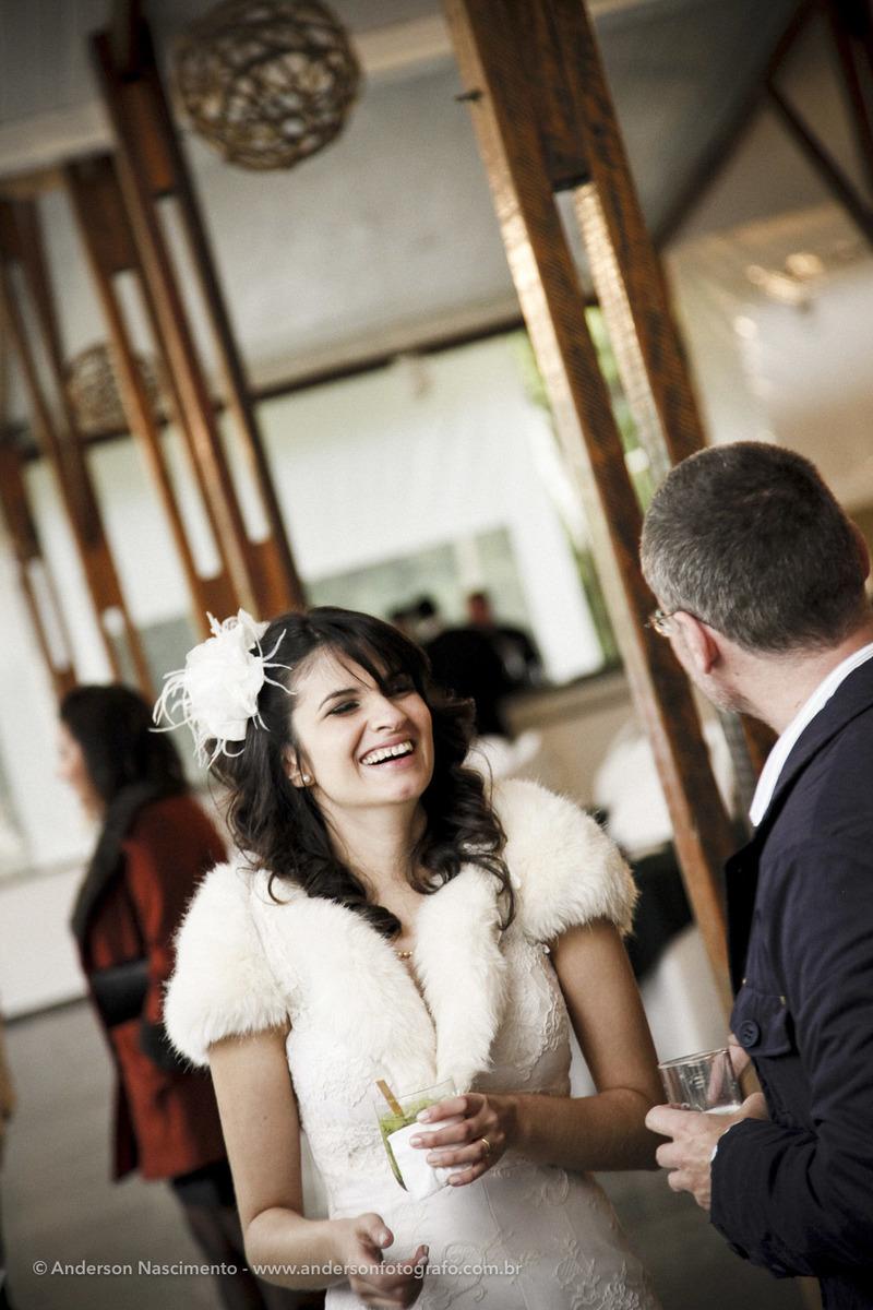 noiva-sorrindo-casamento-buffet-espaco-natureza