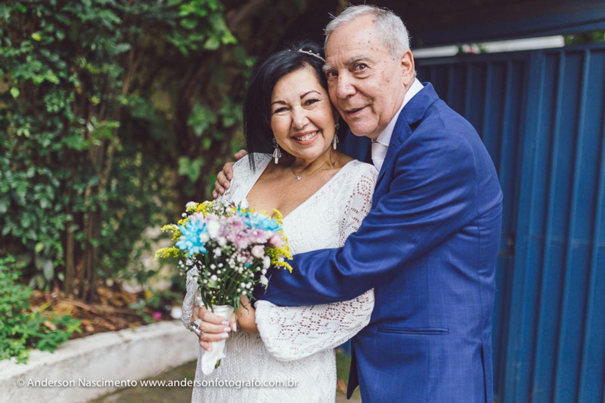 casal-posando-para-foto-cartorio-santa-cecilia-sp