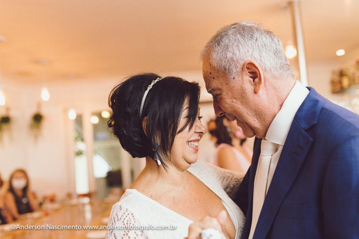 casamento-casal-dancando-restaurante-seppia