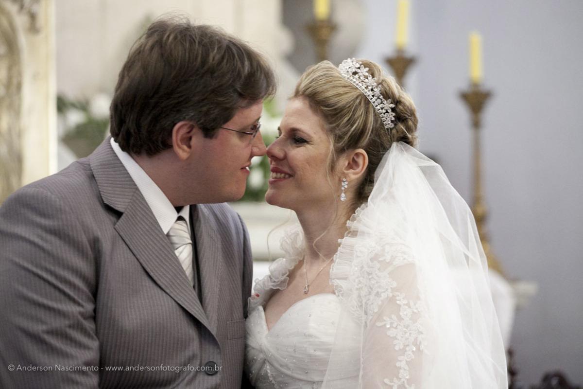 beijo-noivos-Igreja-Matriz-Nossa-Senhora-Conceicao-Resende-rj