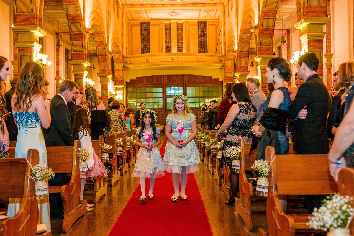 Damas de Honra entrando, Igreja Santa Terezinha, , por Vinícius Vogel, fotografo de casamento em Porto Alegre, Serra Gaúcha e Região Metropolitana