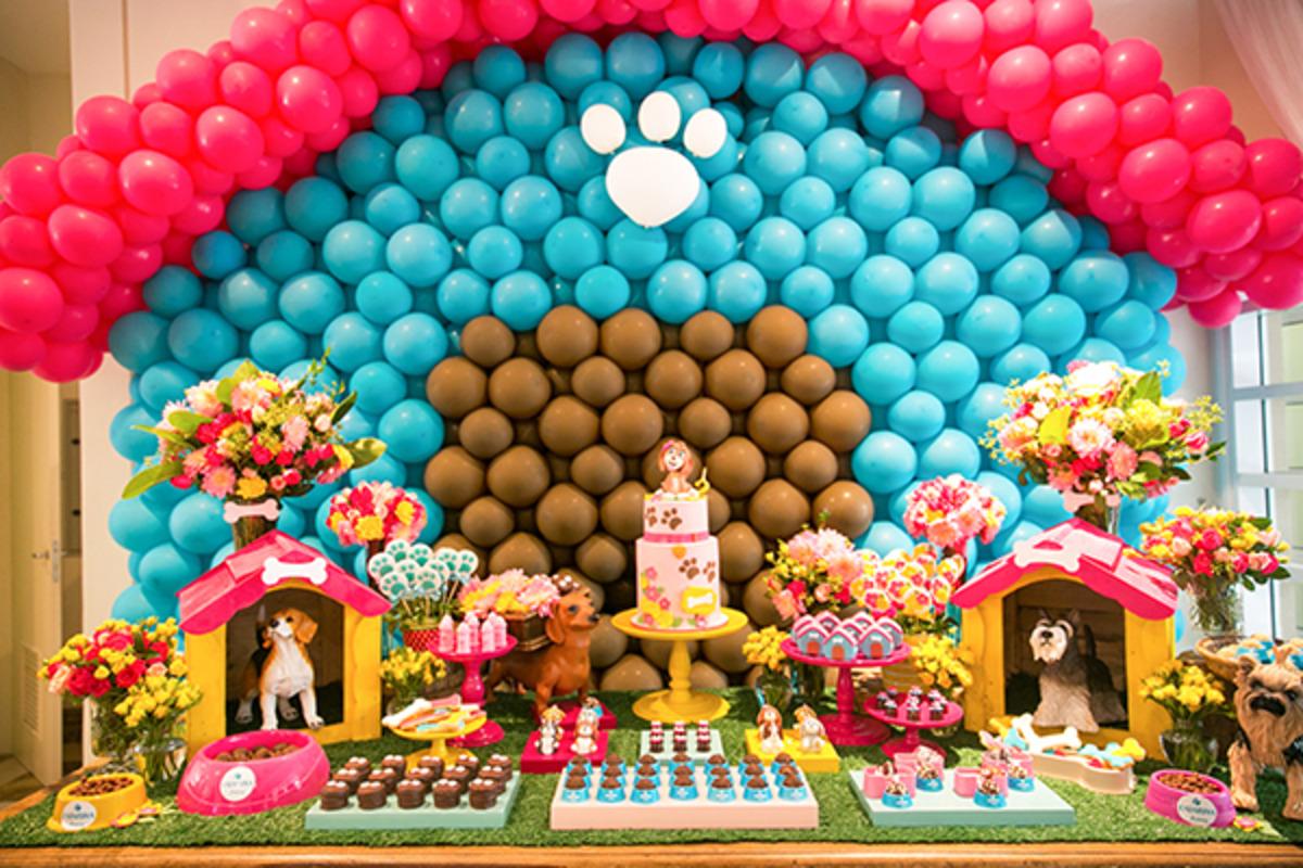 festa-tematica-diferente-tema-colorido-bolo-cachorrinho-casinha-de-cachorro-tematica-de-bichinhos-decoraçao-de-cachorro-decoracao-de-filhotinhos-de-cachorro-bolo-de-cachorro-docinhos-personalizados-mastrp-balao-formato-casinha-de-cachorro-bolo-com-cachorro-vela-cachorro-vela-bolo-marrom-azul-vermelho-branco-rosa-flores-decoranao-tema-tematica-decoracao-diferente-decoracao-cores-vivas
