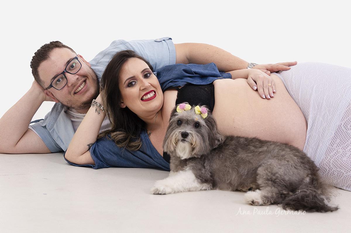 Ensaio Gestante com Pet | Estudio São Paulo/SP | Grávida, Marido e cachorro de estimação