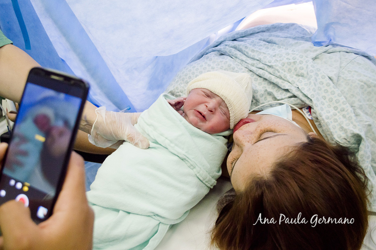 Após o falecimento de seu primeiro filho após 10 dias do nascimento, os agora Papais da Pérola, fotografam sua recém-nascida!