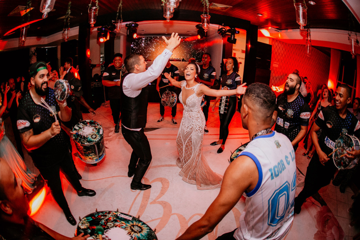 festa de casamento com escola de samba