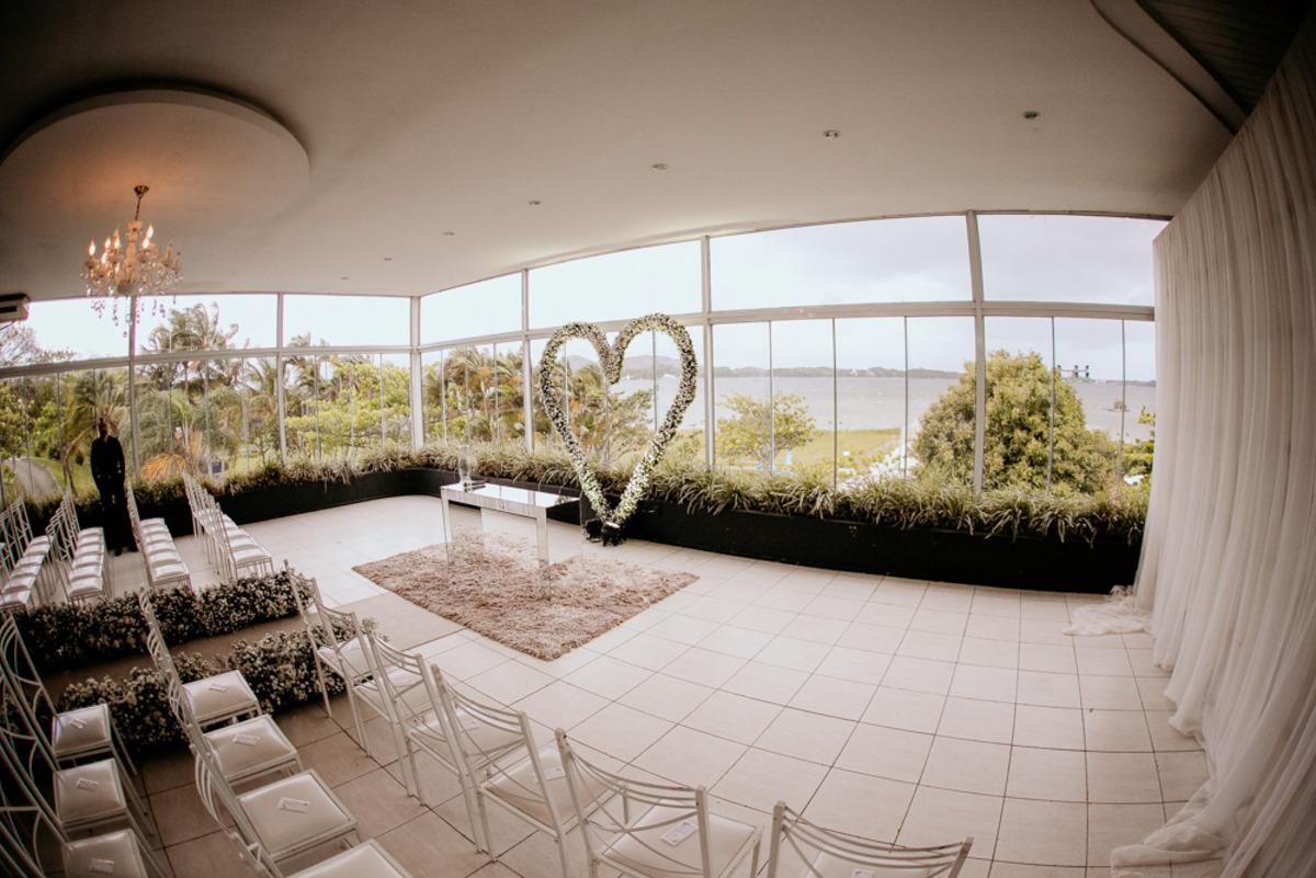 altar de casamento com plantas