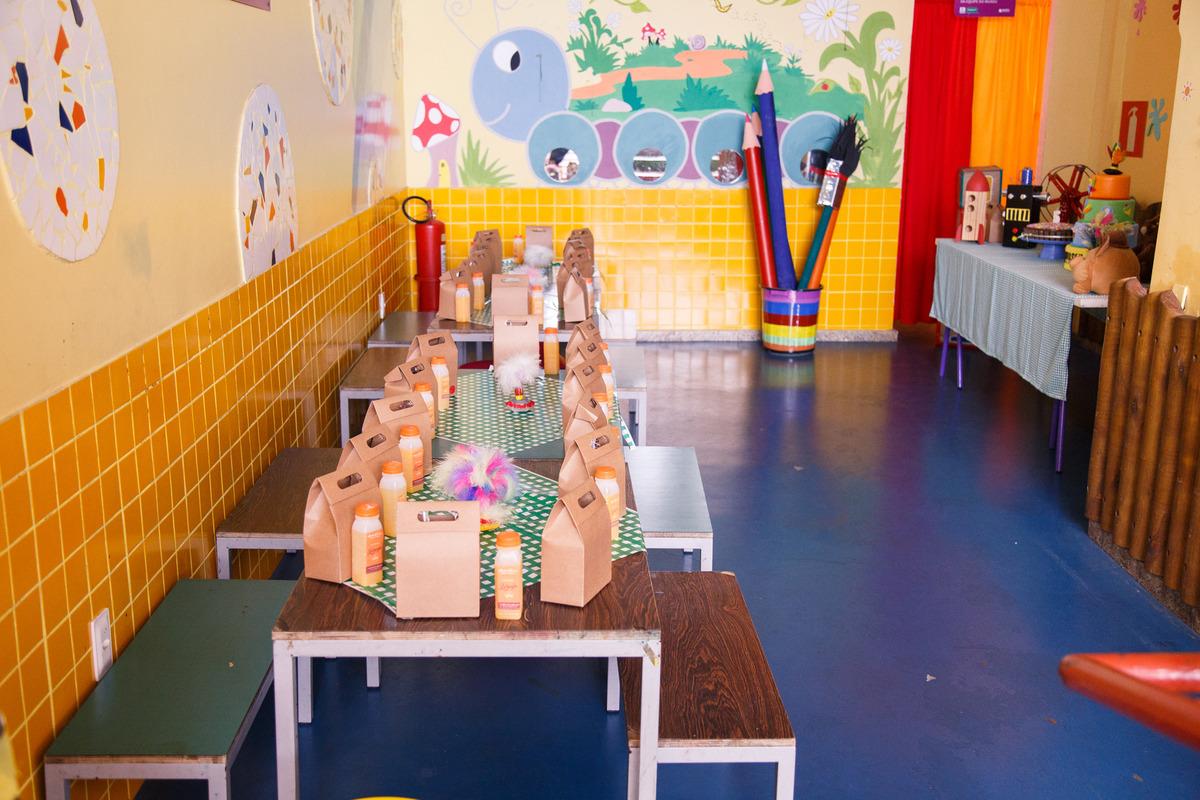Foto aberta do espaço de lanche do Museu dos Brinquedos, espaço que também comporta aniversários em Belo Horizonte.
