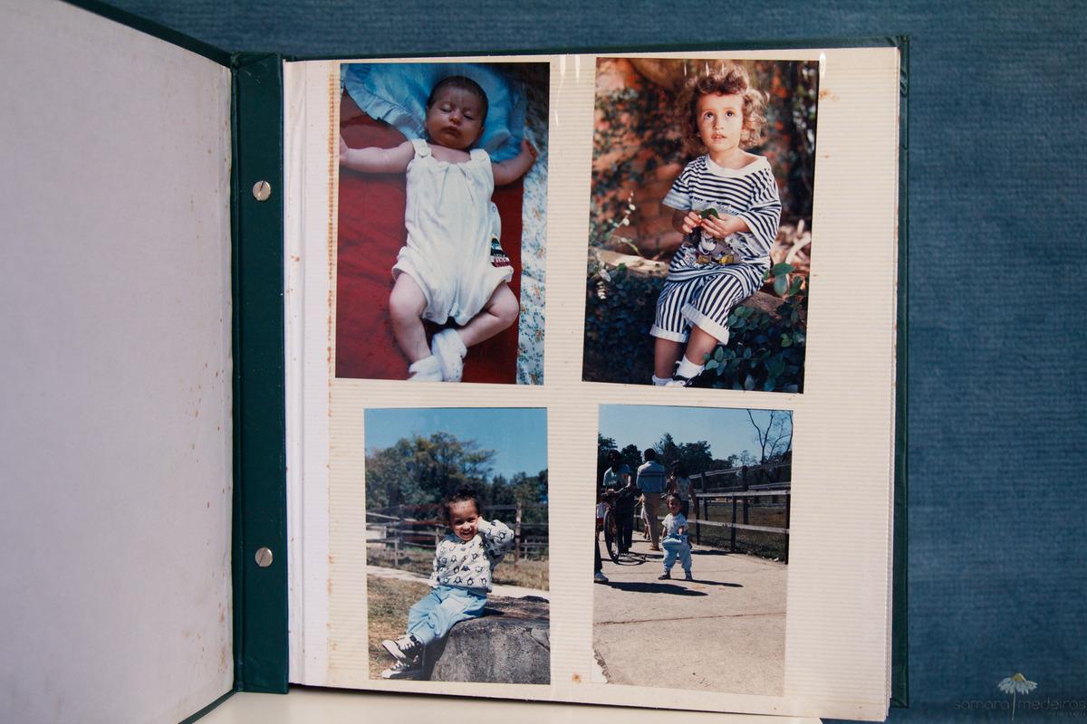 Foto de um album de fotos antigo, com fotos de criança.