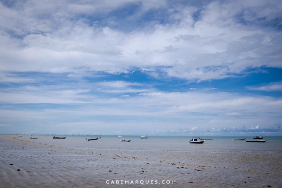 praia de cumuruxatiba bahia durante maré baixa