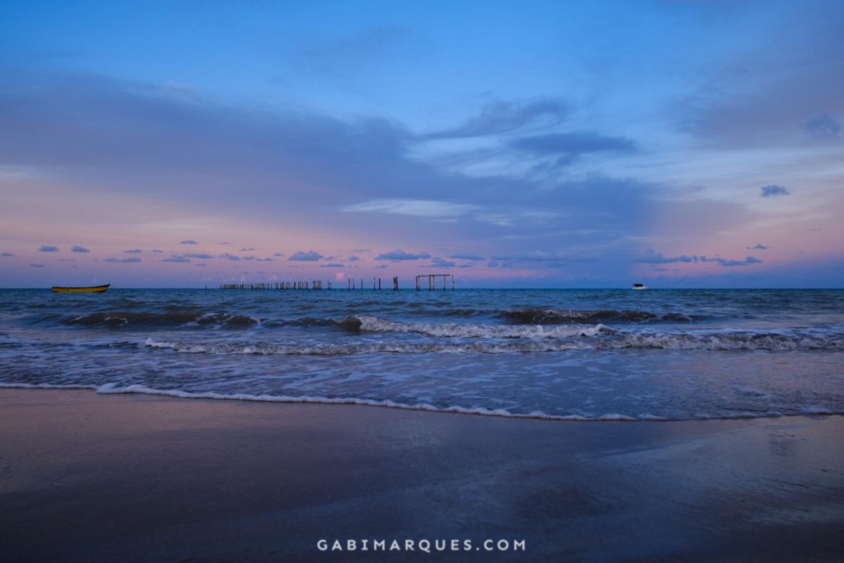 por do sol na praia de cumuruxatiba bahia