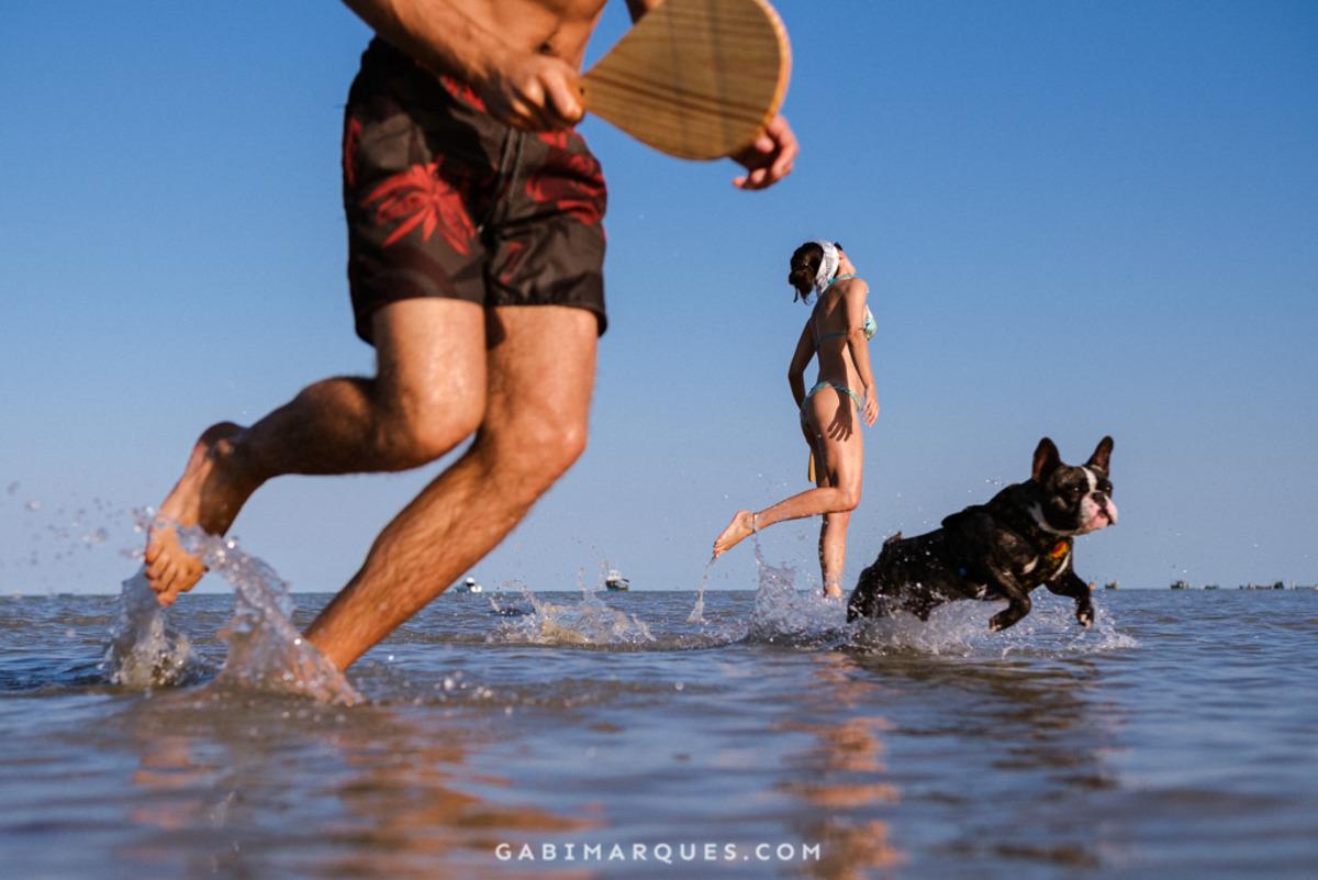 Foto de casal na praia cumuruxatiba Bahia